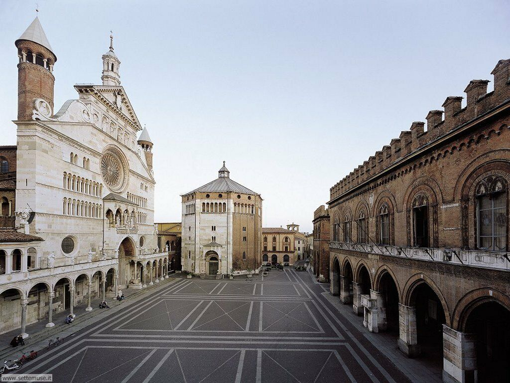 Cremona. From left to right: the Cathedral (Duomo), the Baptistry, the Town Hall. This beautiful city hosted the 43rd International Viola Congress, in 2016