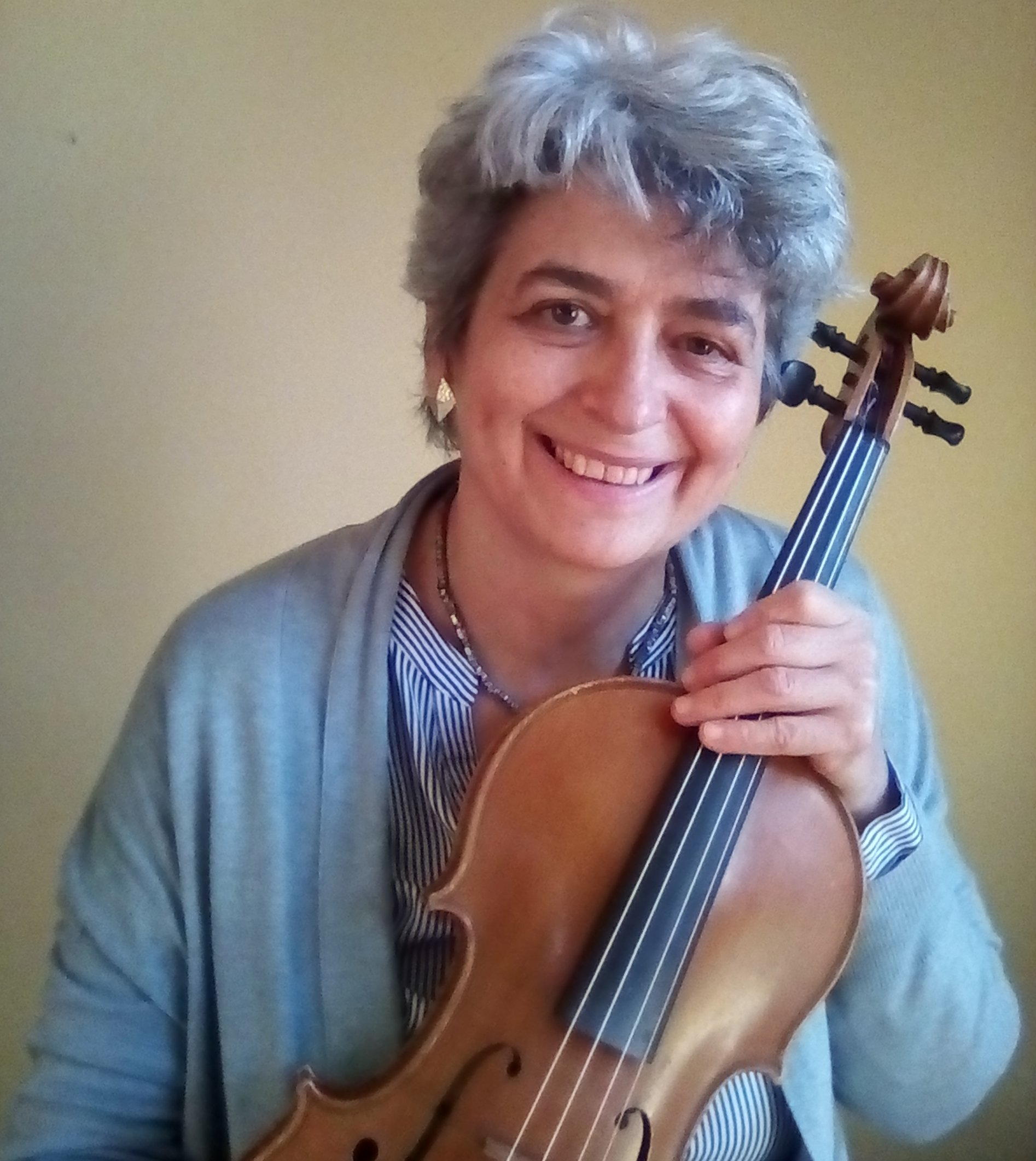 Monica Cuneo helps violin and viola players play free from pain, injuries and stage fright